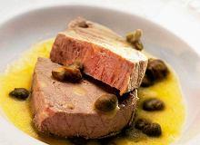 Gotowany stek z tuńczyka z sosem kaparowym - ugotuj