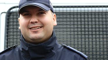 Konferencja przedstawia policjanta Kulsona