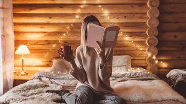 Książki dla młodzieży - każdy nastolatek znajdzie tutaj coś dla siebie. Zdjęcie ilustracyjne, Alena Ozerova/shutterstock.com