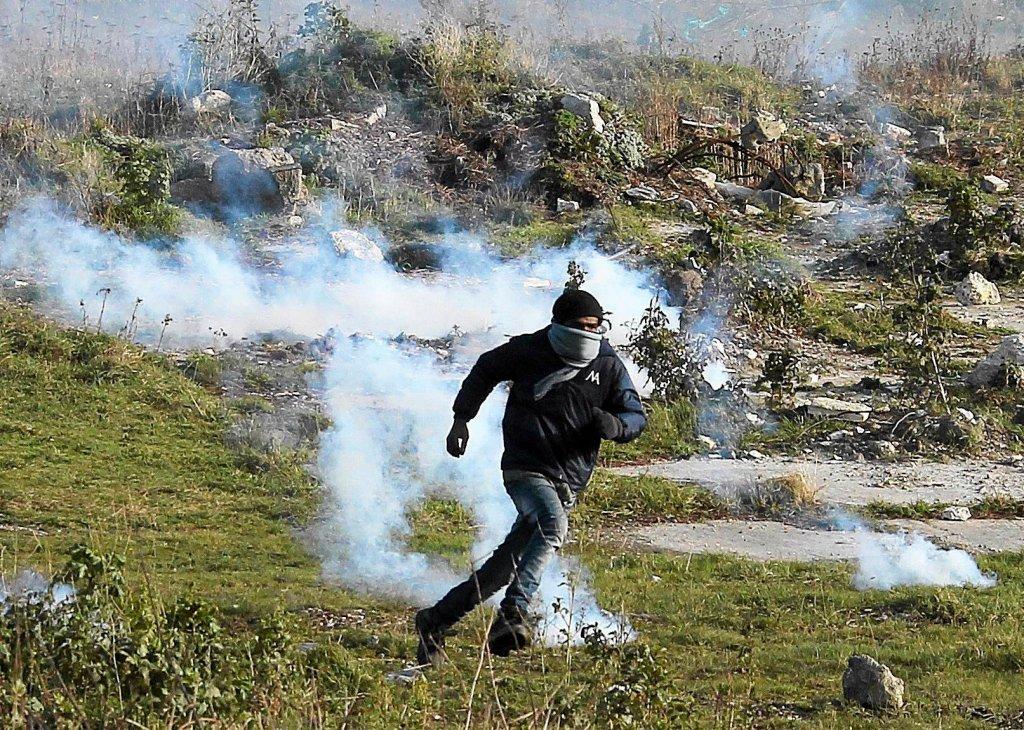Starcia między policją a uchodźcami i emigrantami w Calais
