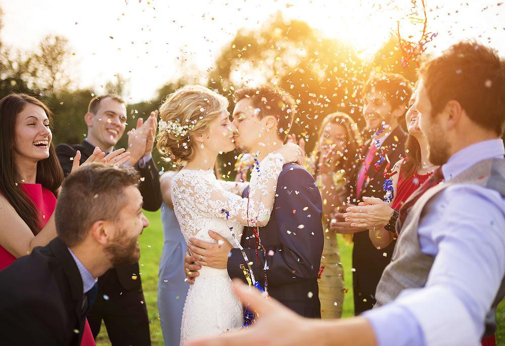 Wierszyki na ślub - jak między słowami poprosić o właściwy prezent? Zdjęcie ilustracyjne