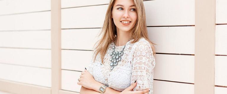 Białe bluzki na lato: boho, koronki, haftowanie. Są piękne!