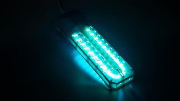 Trwają eksperymenty z lampą ultrafioletową do zabijania wirusów.