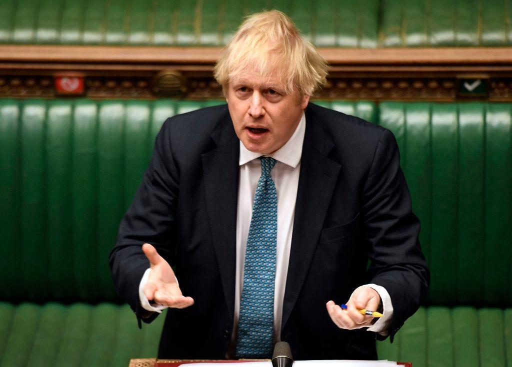 Wielka Brytania. Premier Boris Johnson podczas przemówienia w parlamencie (zdjęcie z 13 maja 2020 r.).