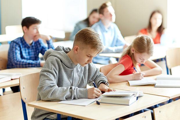 Rząd da więcej pieniędzy na podręczniki i materiały edukacyjne dla szkół w 2021 roku