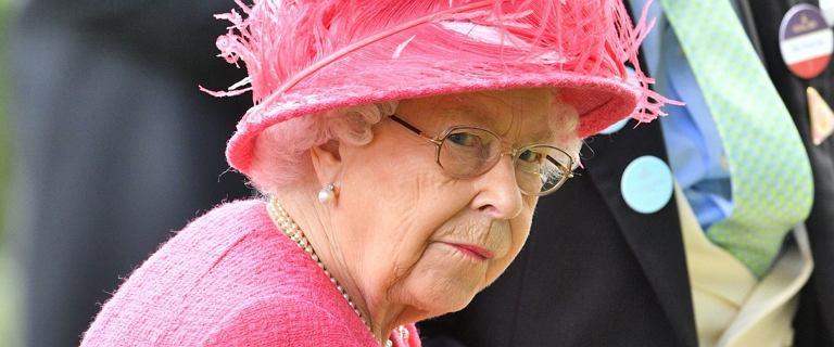 Ponoć Elżbieta II planuje abdykację.