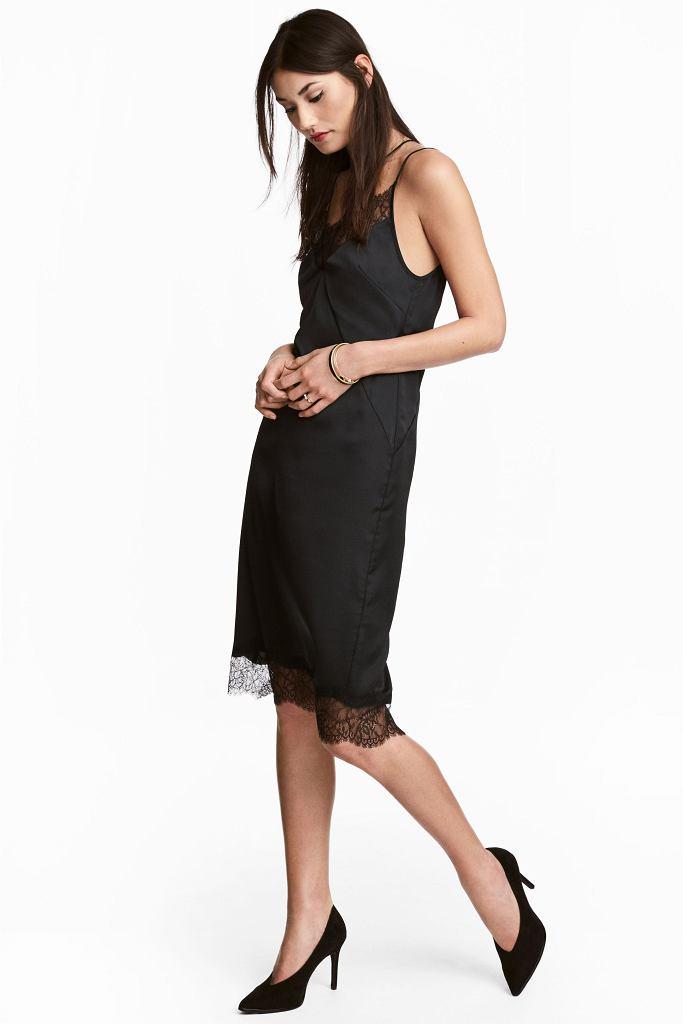 Czarna sukienka z satyny w stylu lat 90.