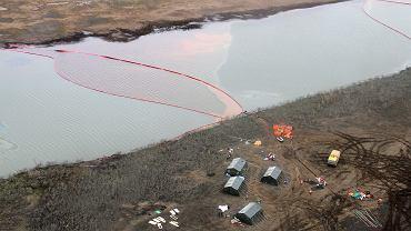 Wskutek awarii elektrociepłowni w Norylsku wyciekło 20 tysięcy ton oleju napędowego, który może zatruć lokalne rzeki i morze Karskie. Trwa akcja oczyszczania, 2.06.2020