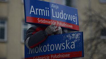 Przywracanie tablic z nazwami ulic sprzed dekomunizacji