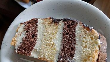 Metrowiec to bardzo popularne i pyszne ciasto. Dla wielu osób to prawdziwy przysmak z dzieciństwa.