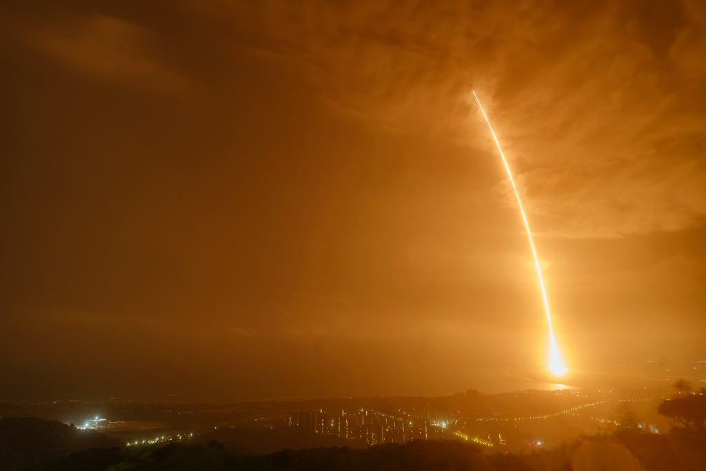 Chiny. Start rakiety ze statkiem z zapasami na powstającą chińską stację kosmiczną.