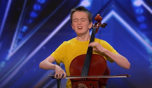 Elijah Performs '7 Rings' by Ariana Grande on the Cello! - America's Got Talent 2020
