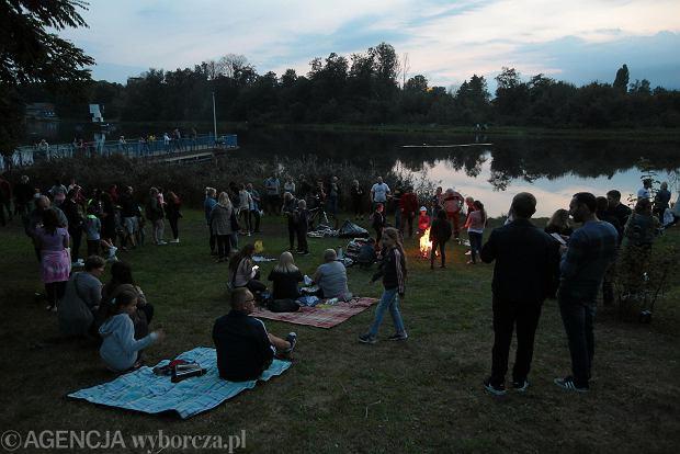Zdjęcie numer 0 w galerii - Kielczanie lubią takie akcje. Przyjazne pożegnanie lata nad zalewem