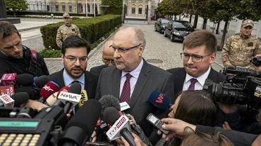 Wiceszef sejmowej Komisji Finansów Publicznych - Grzegorz Długi z Kukiz'15 (w środku)