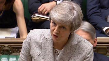 Theresa May przemawiająca w brytyjskim parlamencie ws. brexitu
