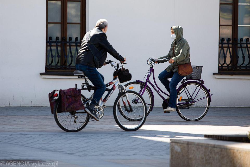 W czasie pandemii wiele miast zachęca swoich mieszkańców do korzystania z rowerów