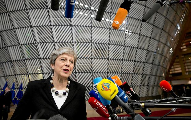 Londyn bierze pod lupę majątki i specjalne wizy Rosjan na Wyspach. May: U nas nie ma miejsca na brudne pieniądze