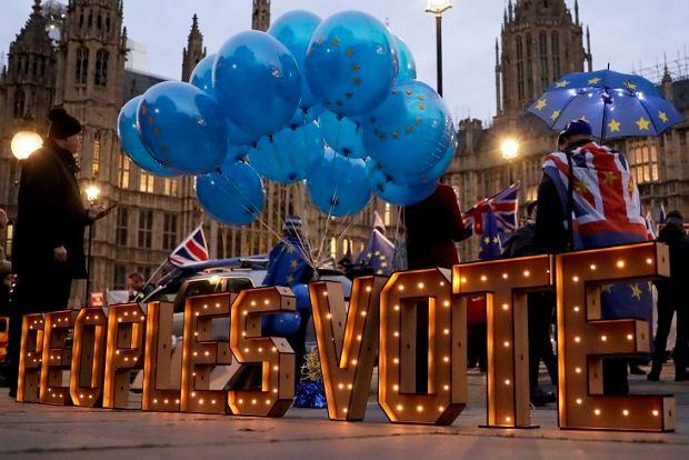 Zwolennicy drugiego referendum przed parlamentem w Londynie, 10 grudnia
