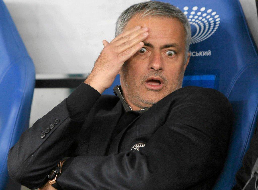 Chelsea przegrała w lidze dziewięć z szesnastu meczów, ma 15 punktów i zajmuje 16. miejsce w tabeli. Jose Mourinho został zwolniony, a wcześniej nie miał zbyt wielu powodów do radości... Oto jego najbardziej pamiętne zdjęcia z tego sezonu.<br><br> 20 października, Dynamo Kijów - Chelsea 0:0. Jose Mourinho nie może uwierzyć