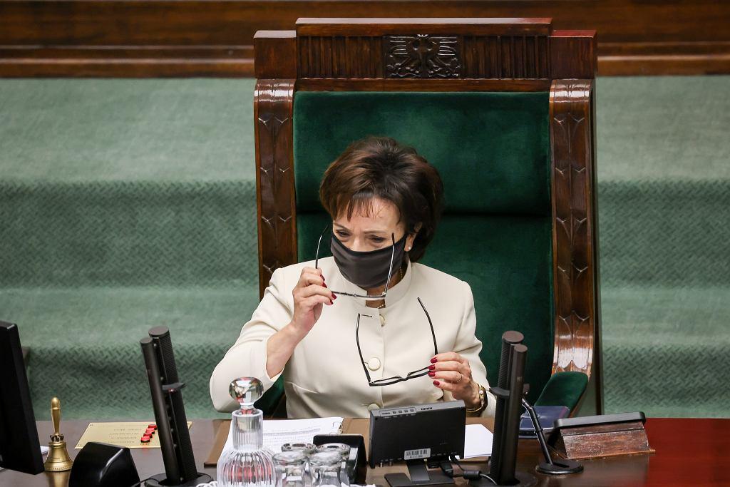 Marszałek Sejmu Elżbieta Witek podczas posiedzenia Sejmu zarządza reasumpcję przegranego przez PiS głosowania, 11 sierpnia 2021 r.