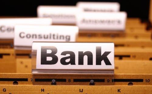 Czy zamawiający jest zobowiązany do wyboru banku na obsługę bankową w drodze przetargu, skoro nie poniósł żadnych kosztów związanych z obsługą bankową?