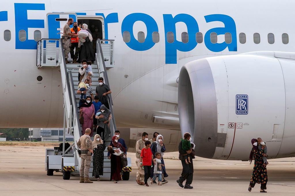 Afgańczycy na lotnisku w Kabulu
