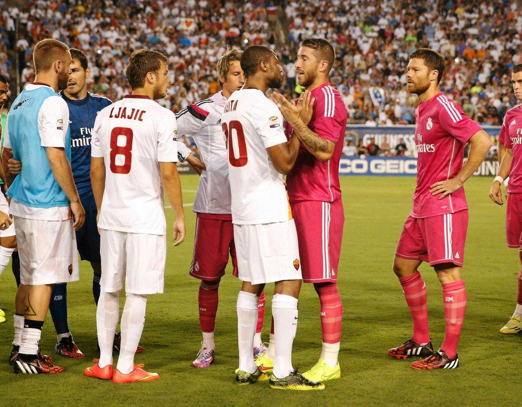 Seydou Keita kłóci się z Sergio Ramosem po rzuceniu butelką w Pepe