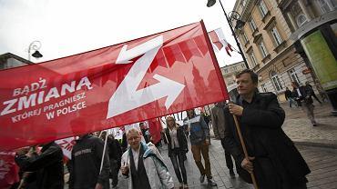 Warszawa, 1 maja 2015 r. Mateusz Piskorski podczas demonstracji partii Zmiana z okazji Święta Pracy. Piskorski jest pierwszym liderem partii politycznej w Polsce zatrzymanym pod zarzutem szpiegostwa