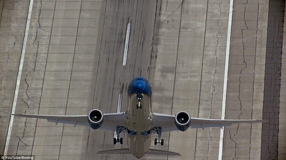 Boeing 787-9 Dreamliner i niemal pionowy start