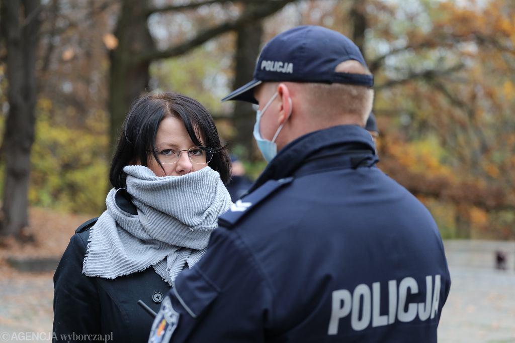 Kaja Godek składa w Sejmie podpisy zebrane pod projektem ustawy zakazującej Marszów Równości, 9 listopada 2020.
