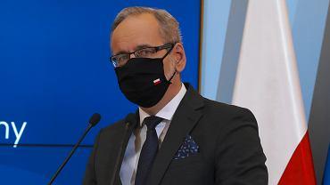Konferencja prasowa premiera i ministra zdrowia Adama Niedzielskiego w Warszawie