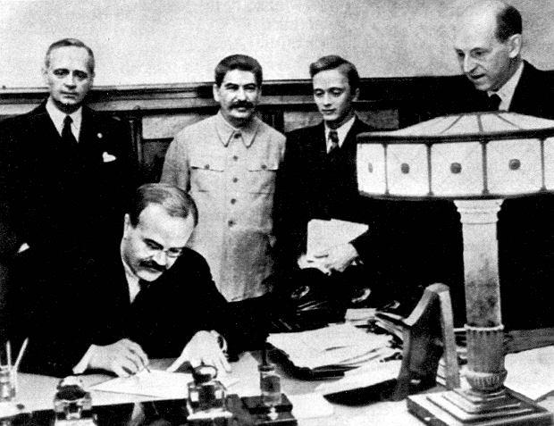 Podpisanie paktu Ribbentrop-Mołotow. Moskwa, 23 sierpnia 1939