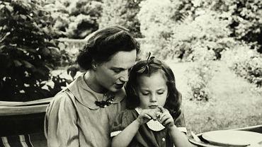 Jesień 1937, Virgilia Sapieha z córką Krysią