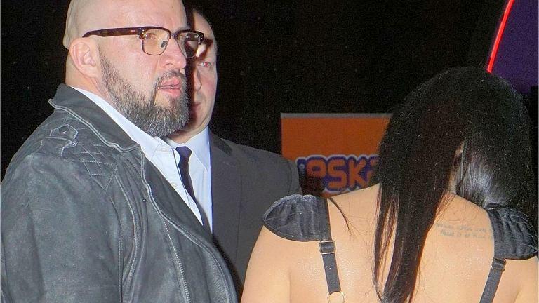 Tomasz Oświeciński z partnerką na premierze filmu 'Kobiety mafii 2'