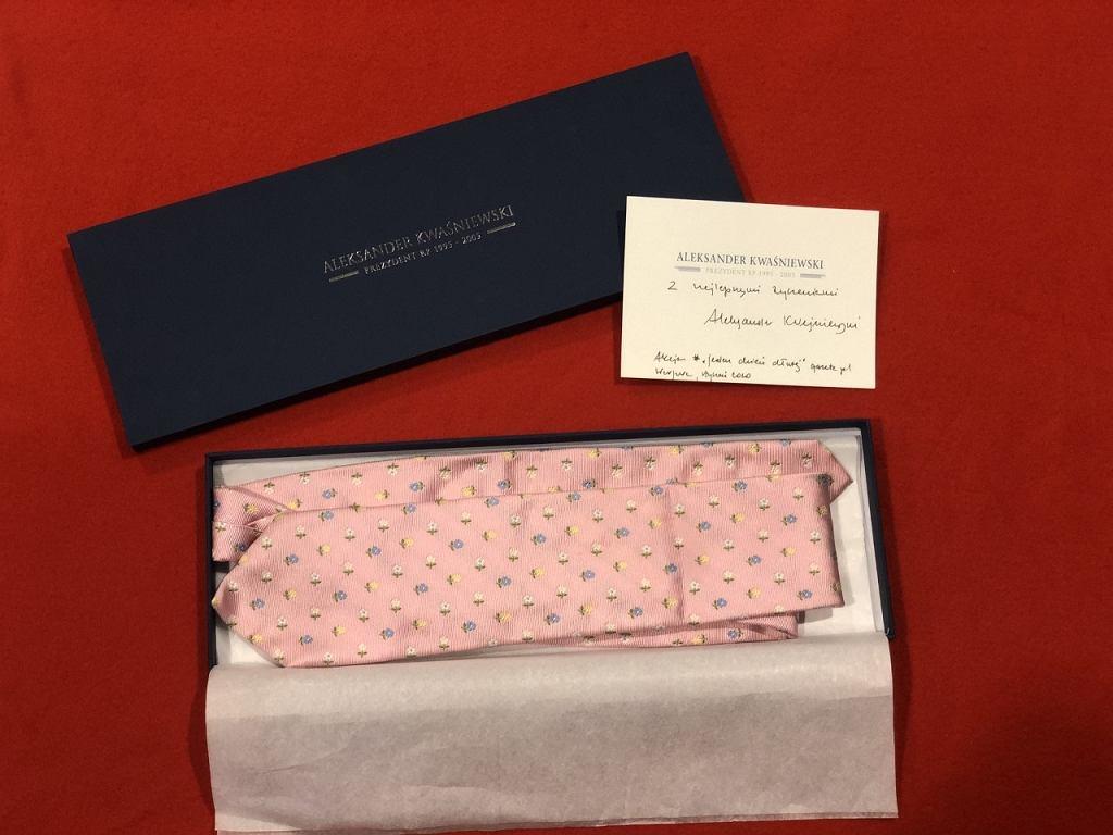 Krawat od byłego prezydenta Aleksandra Kwaśniewskiego