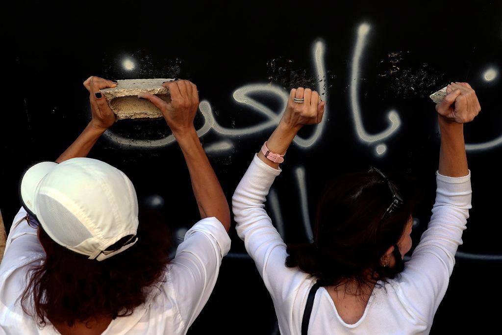 Protest w Bejrucie w związku z kryzysem finansowym i gospodarczym. Libańczycy domagają się, by pozwolono im wypłacić zablokowane depozyty