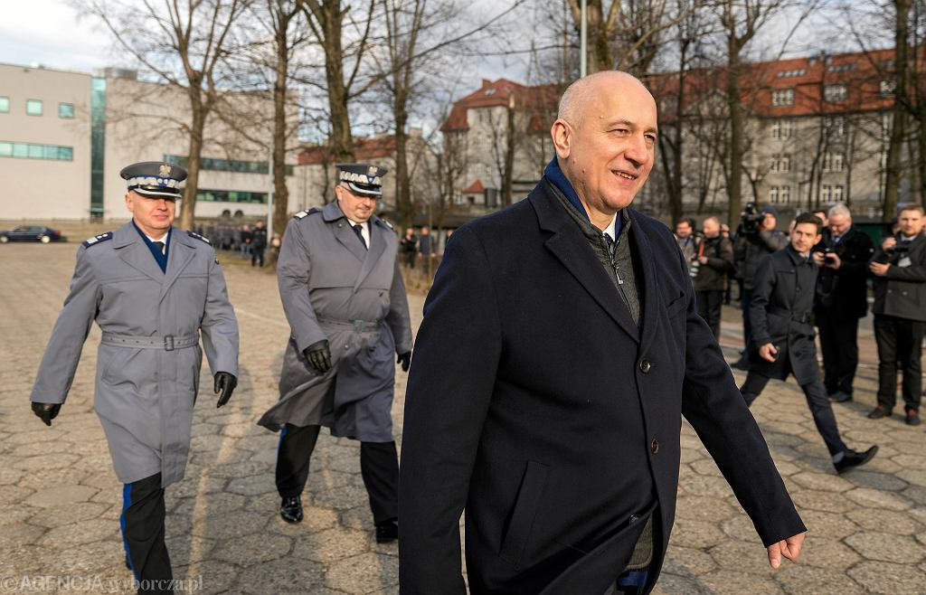 Szef MSWiA Joachim Brudziński podczas ślubowania nowych policjantów. Kraków, 18 marca 2019