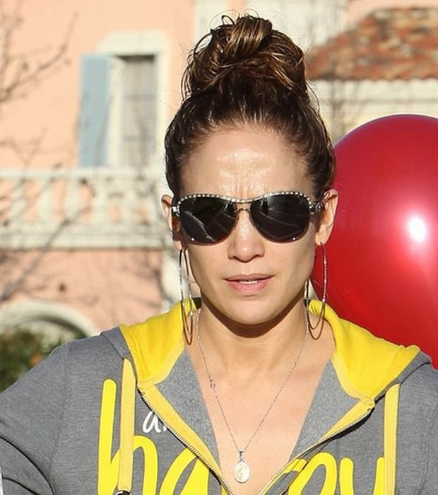 Pictured: Jennifer Lopez, Guadalupe Rodriguez Mandatory Credit ?? ACLA/Broadimage Jennifer Lopez and mother shopping for balloons on Valentine's day  in Calabasas  2/14/14, Calabasas, California, United States of America  Broadimage Newswire Los Angeles 1+  (310) 301-1027 New York      1+  (646) 827-9134 sales@broadimage.com http://www.broadimage.com