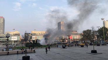 Mężczyzna podpalił się pod Pałacem Kultury