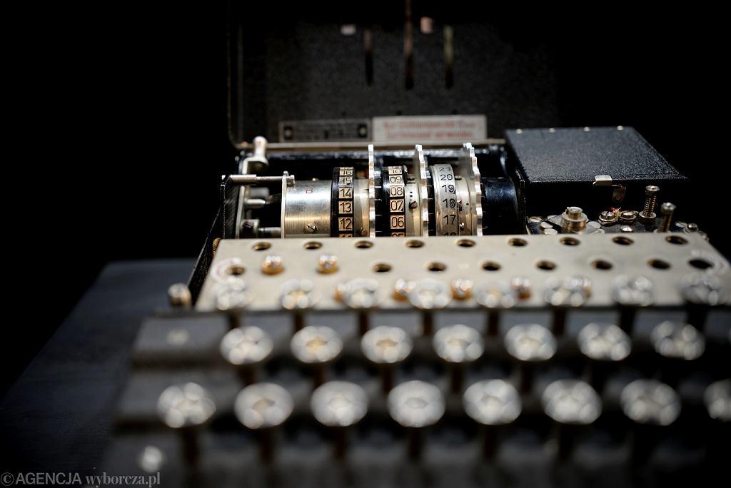 Najsłynniejsza maszyna szyfrująca  - Enigma, prezentowana na wystawie w olsztyńskim Parku Naukowo-Technologicznym.16 września 2016