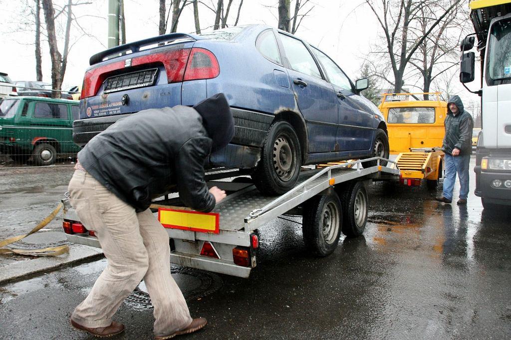 Niemcy, Berlin. Polacy przyjeżdżają kupować samochody do jednego z największych autokomisów przy Teilestrasse.