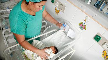 Dziecko z mikrocefalią (małogłowiem)