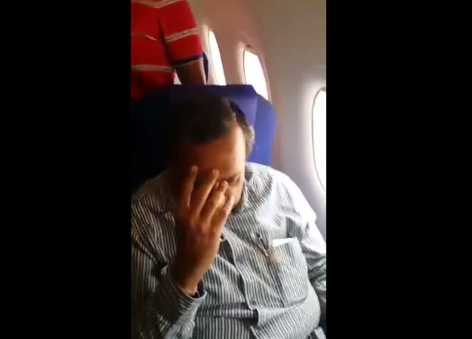 Mężczyzna, który rzekomo obmacywał siedzącą przed nim w samolocie kobietę