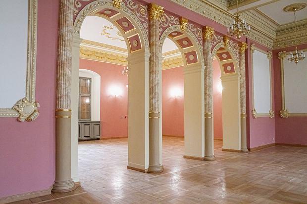 Zdjęcie numer 0 w galerii - Pałac Dąmbskich po renowacji wygląda bajecznie [ZDJĘCIA]