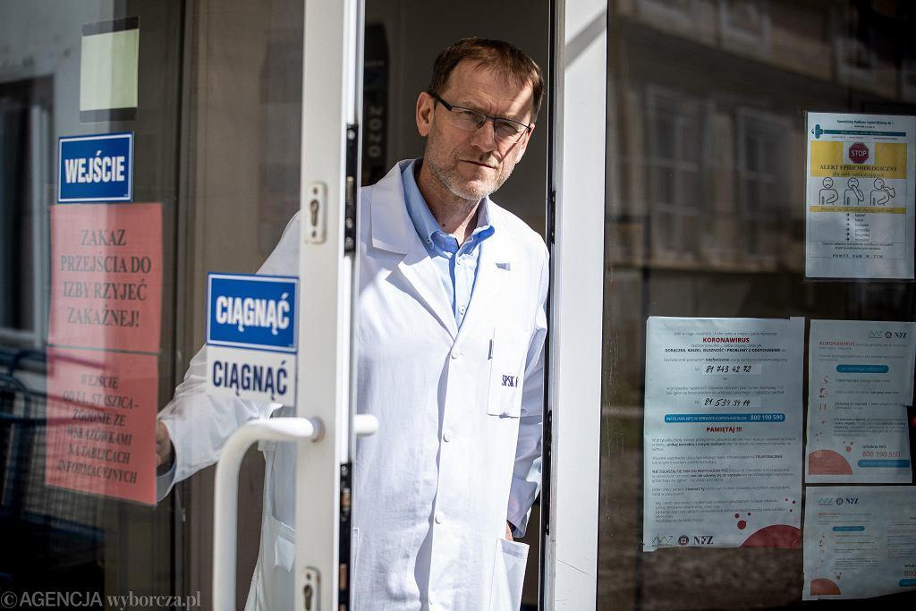 Kierownik Kliniki Chorób Zakaźnych szpitala SPSK1 prof. Krzysztof Tomasiewicz. Lublin, 8 kwietnia 2020