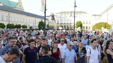 Protest 'Weto pod Pałacem Prezydenckim'