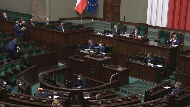 W Sejmie ekspresowe procedowanie tarczy antykryzysowej. PiS odrzuca kolejne poprawki Senatu
