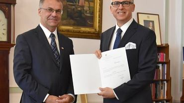 Krzysztof Olendzki (z prawej) na nowego szefa IAM-u mianował 7 września 2016 r. wiceminister kultury Jarosław Sellin