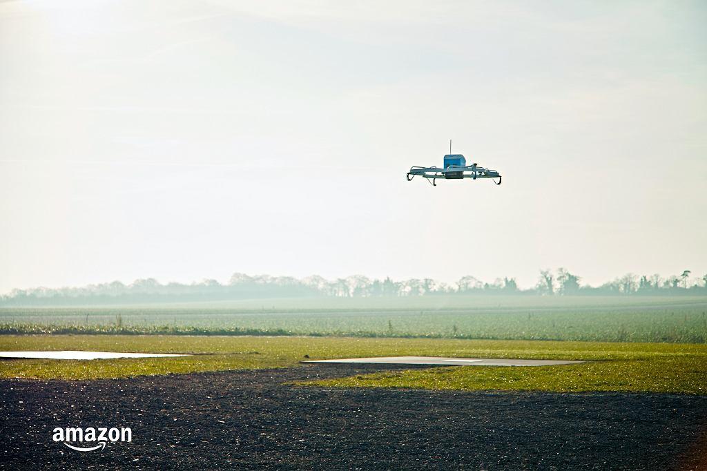 Amazon zacznie dostarczać paczki dronami za kilka miesięcy