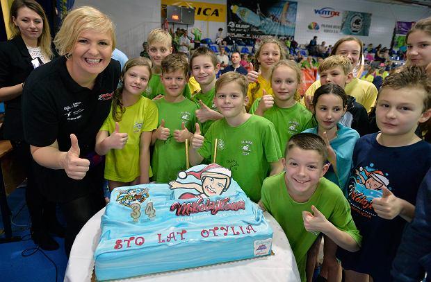 Otylia Jędrzejczak świętuje urodziny na dyskotece z 800. dziećmi
